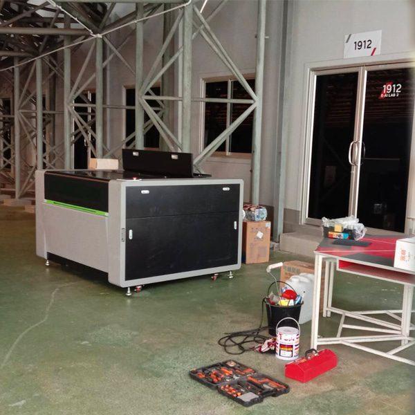 เครื่องตัดเลเซอร์-CO2-LC1390_130w